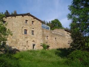 Vue de la ferme des Genêts , producteur de châtaignes, de fruits et de plantes , à Arlebosc, Ardèche